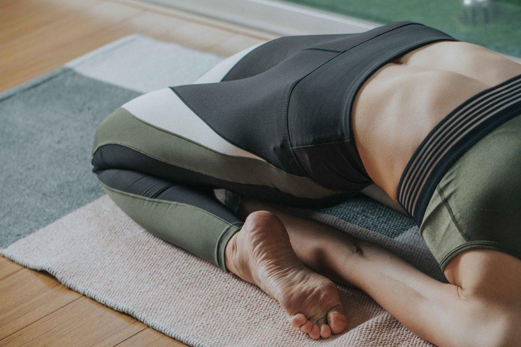 陰瑜珈動作伸展放鬆身心